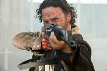 the-walking-dead-season5-episode1-rick-rifle