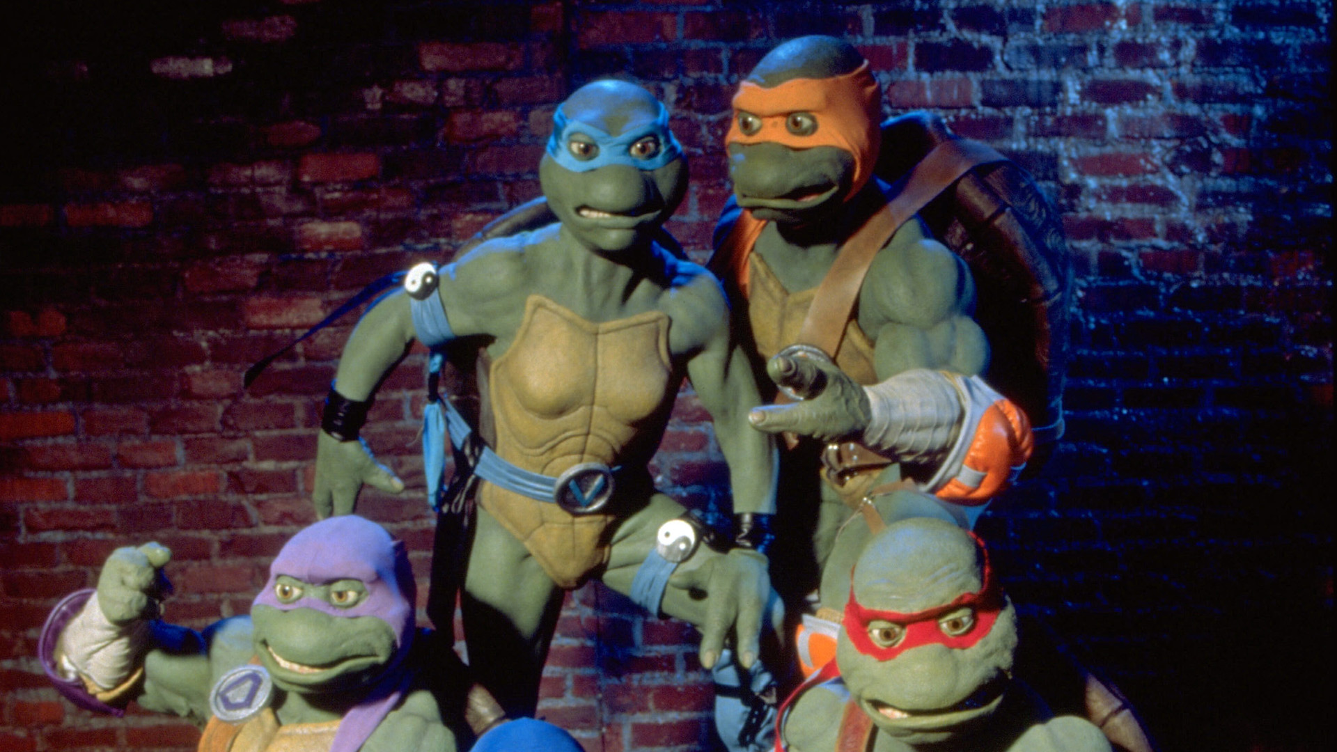 Time for another batch of Ninja Turtles: The Next Mutation, that live-action TMNT TV series made by the people behind Power Rangers.  There's a good chance you've heard of it, but a negligible chance you've actually seen it.