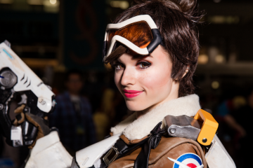 overwatch-tracer-cosplay-by-amouranth-la-comic-con-4