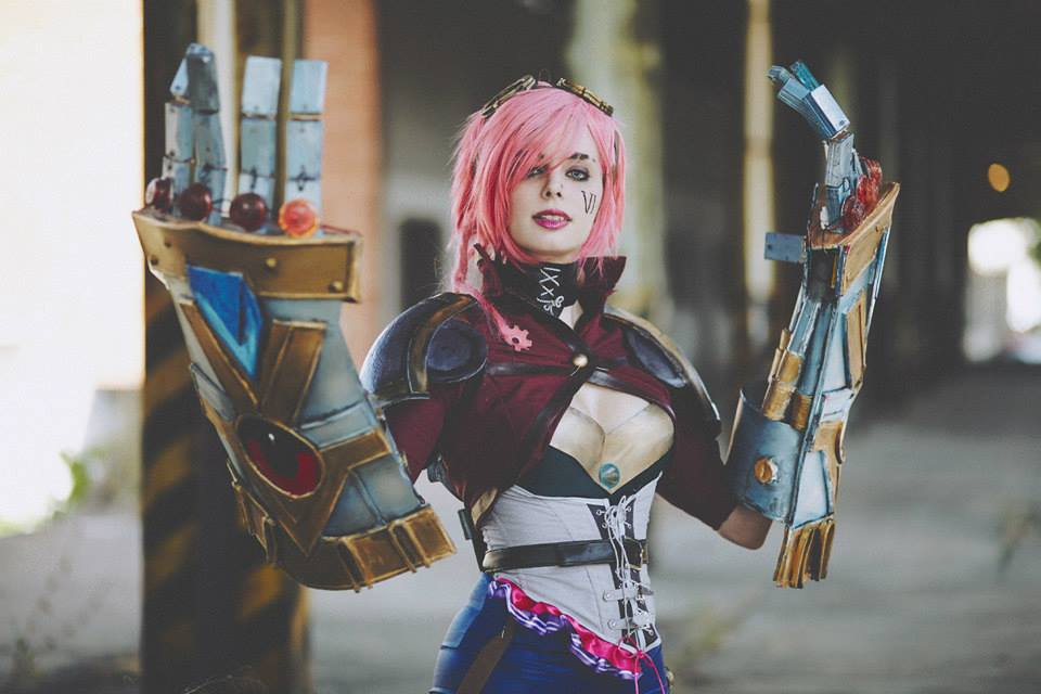 League of Legends: Vi Cosplay by Thelema Therion