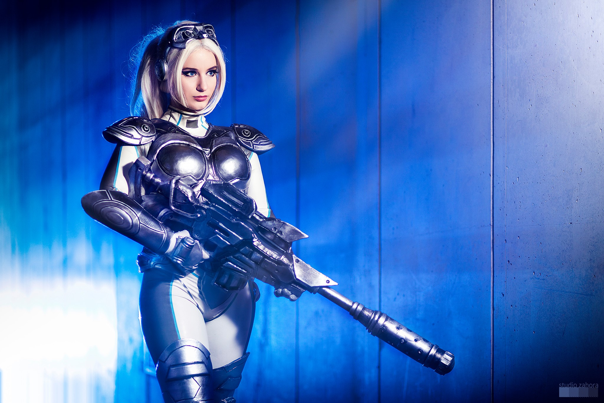 Nova, Heroes of the Storm's ranged assassin from the Starcraft universe, has seen her fair share of fighting but Polish cosplayer Calypsen nonetheless exhibits every bit of poise and confidence of the Ghost operative in this amazing photoshoot: