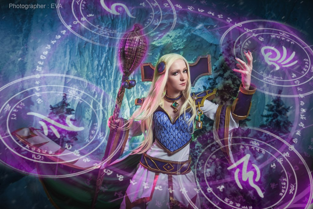 Cosplayer Hanna, AKA Feyische, wasn't content to wow us with just her Draenei Warrior cosplay alone; she's also put together this amazing rendition of Magna Aegwynn, Matriarch of Tirisfal, mother of Medivh and one of the greatest sorcerers of all time in World of Warcraft lore: