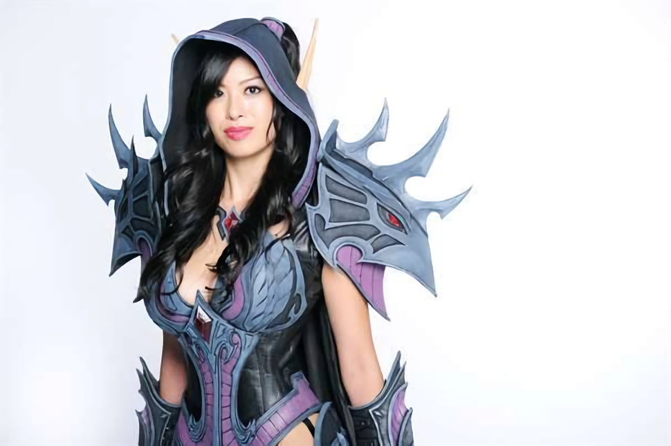 Which World of Warcraft rogue do you prefer?  Cosplayer Jo-Jo Chen, AKA Apotheosis' awesome Valeeera Sanguinar cosplay or this Joleera one?  Take your time and study the following set carefully before making your important decision: