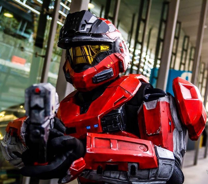 Danielle Debs is really good at Halo cosplay