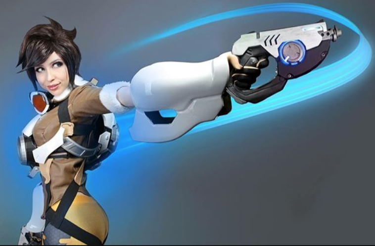 Overwatch: Tracer cosplay by Lucy Lein