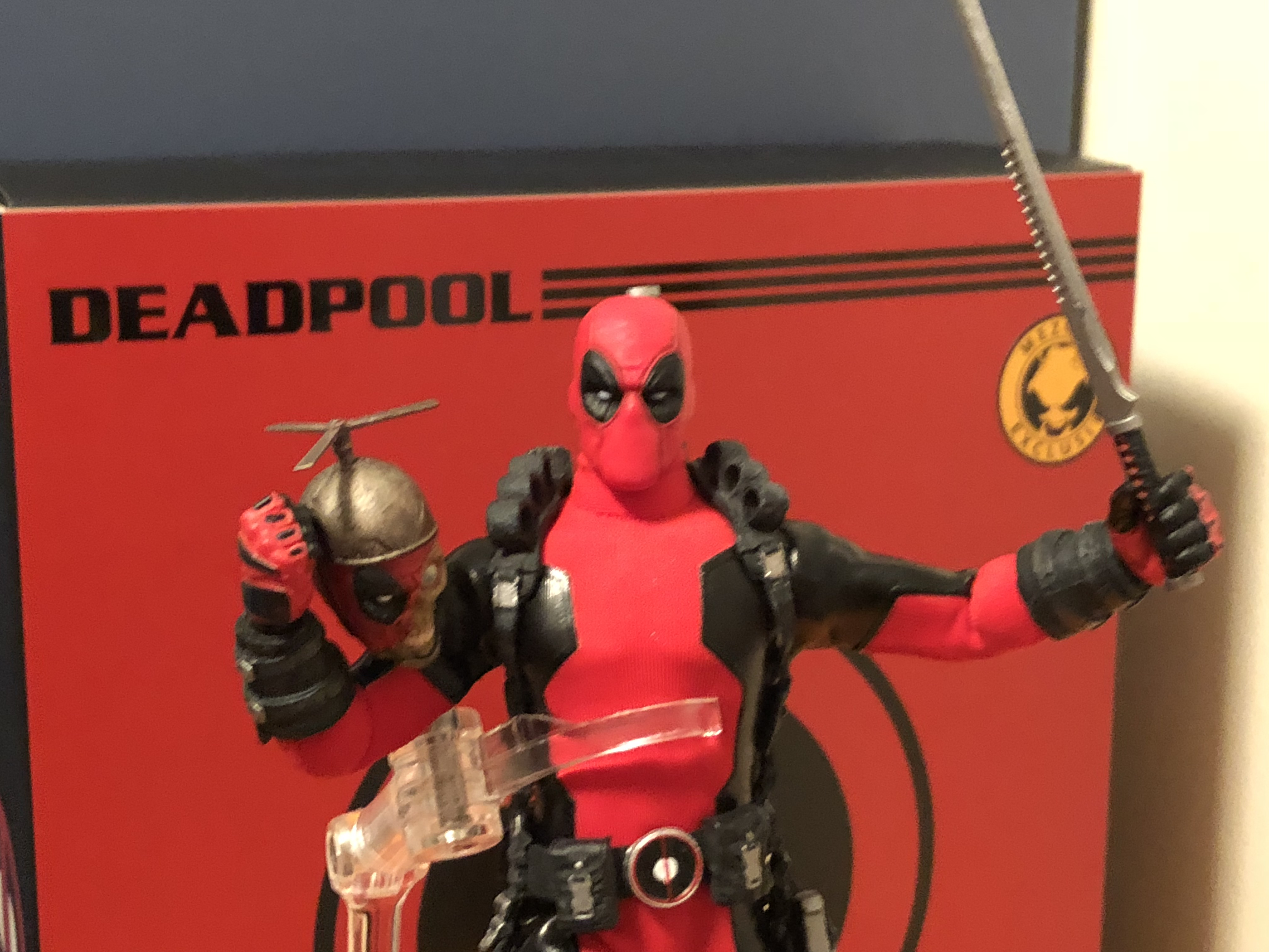 Unboxing/Review: Mezco One:12 collective Deadpool classic Red action figure