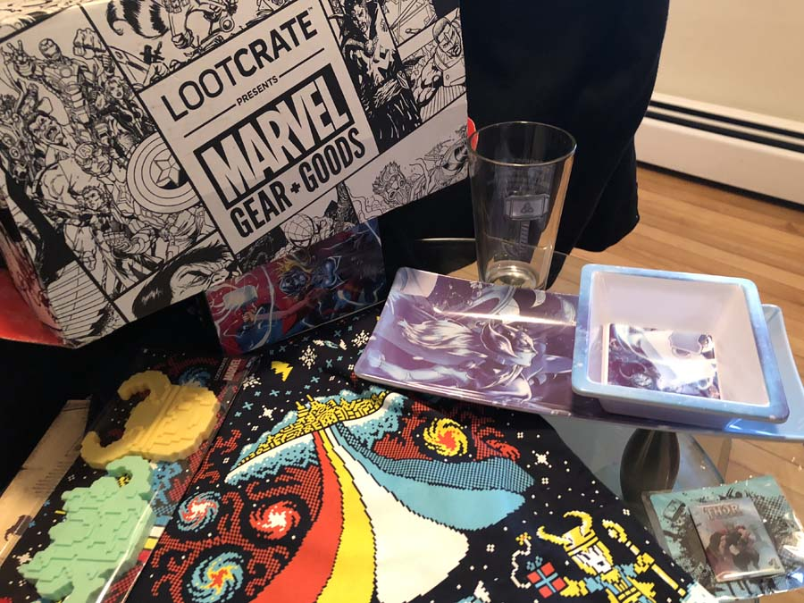 Unboxing/Review: 2017 December Loot Crate - Marvel Gear + Goods Thor