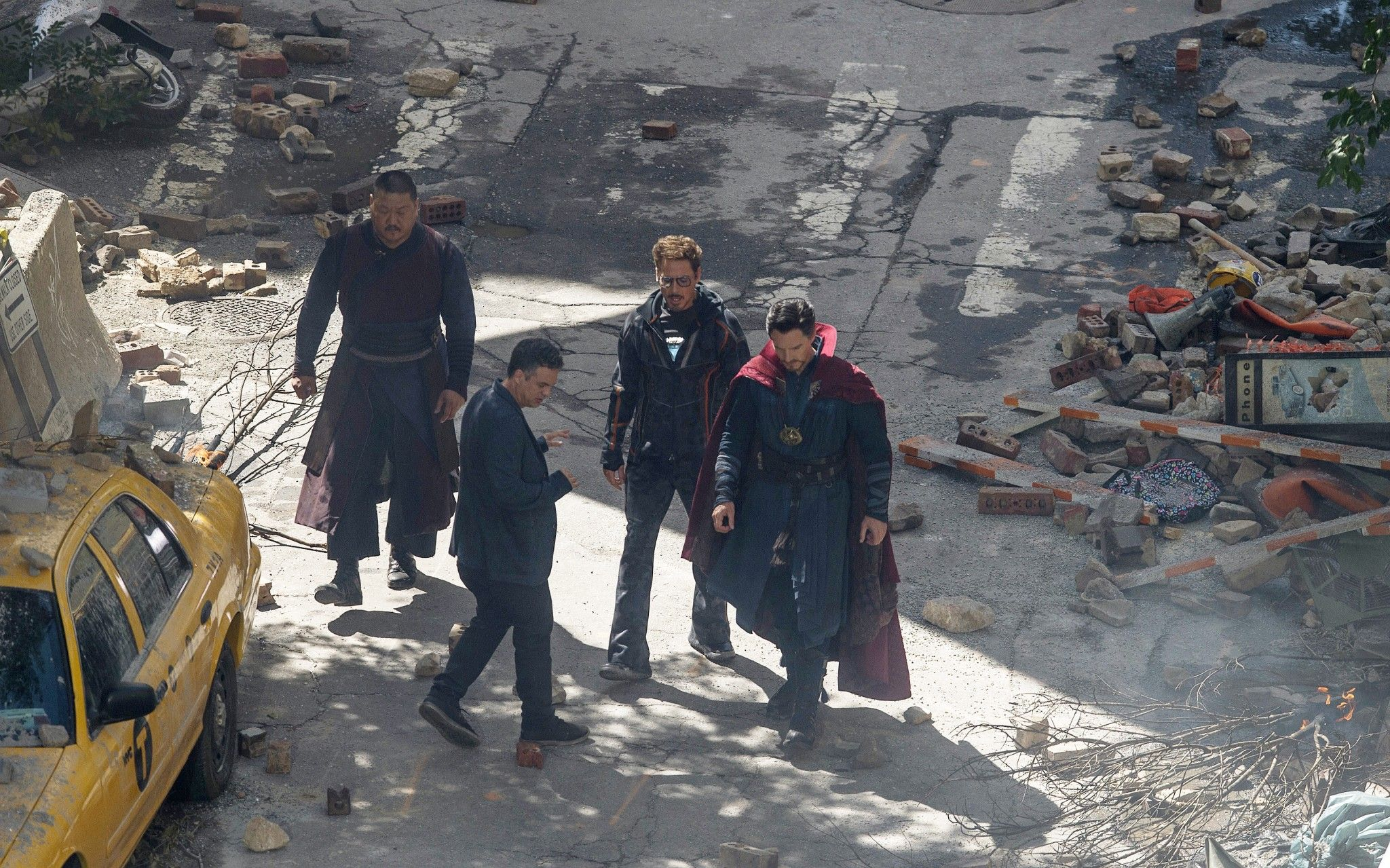 What's going on in this leaked set photo from 'Avengers: Infinity War'?