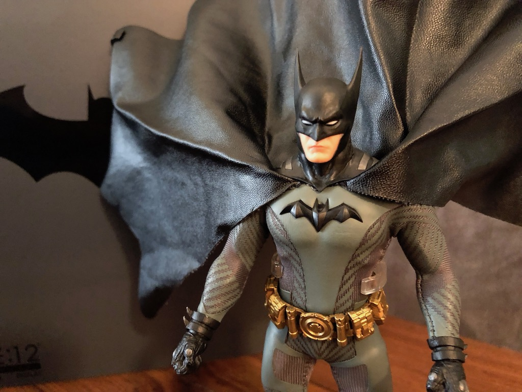 Unboxing/Review: Mezco One:12 Batman Ascending Knight