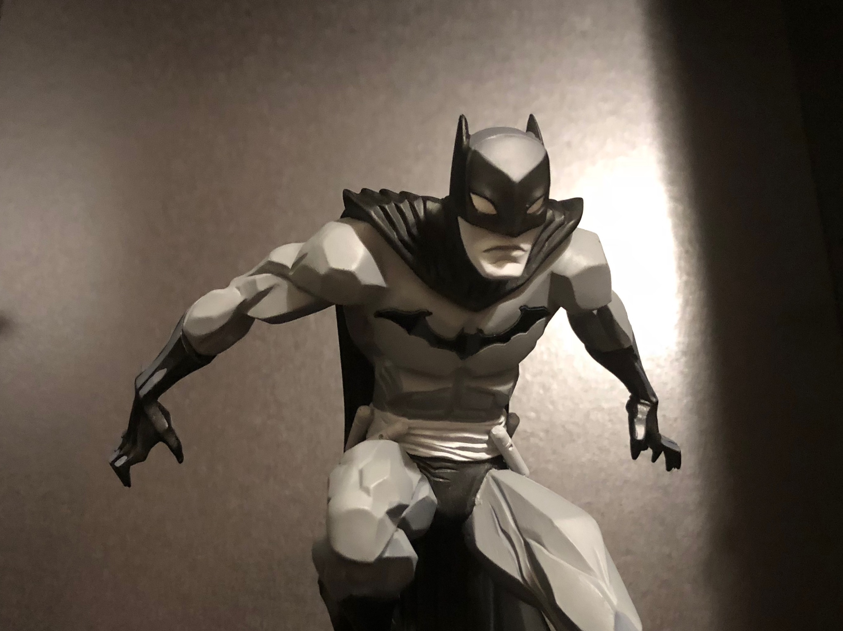 It has been nearly 10 months since I laid eyes on the amazing DC Collectibles Black & White: Batman statues at SDCC and today one has finally arrived for my private collection. These statues are impeccably designed, affordable, and incredibly display worthy. Check out the unboxing to see for yourself!