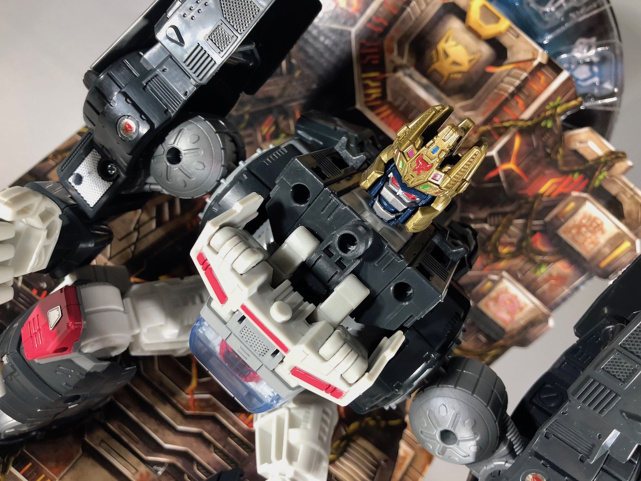 We unbox the impressive SDCC 2018 Optimal Optimus Transformer.