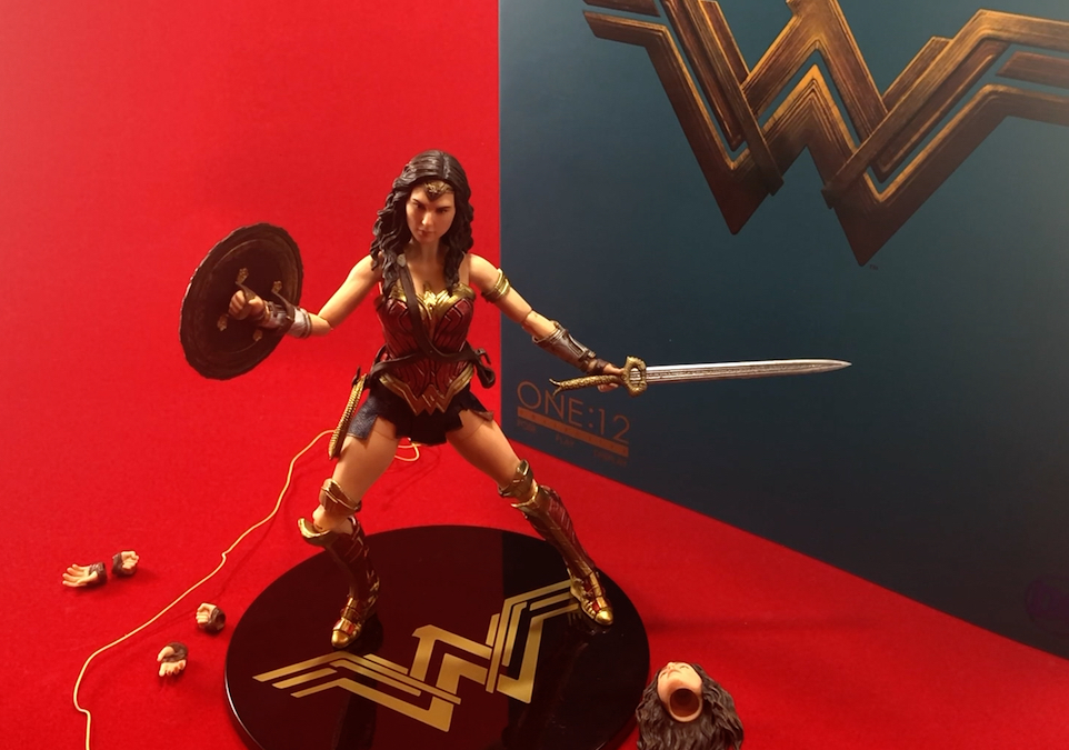 Unboxing/Review: Mezco One:12 Collective Wonder Woman