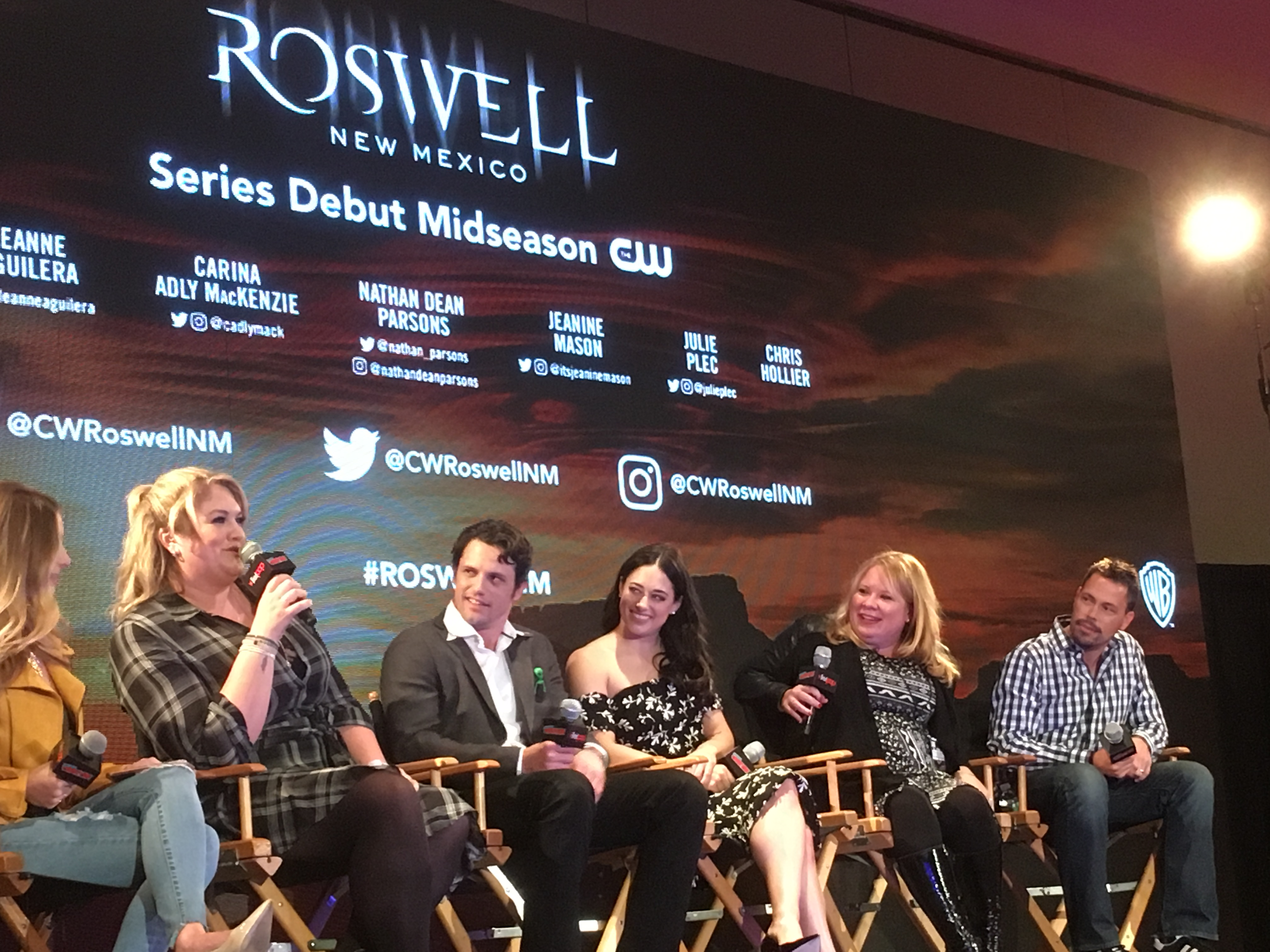 Liz and Max are back! 'Roswell, New Mexico' premieres at NYCC 2018
