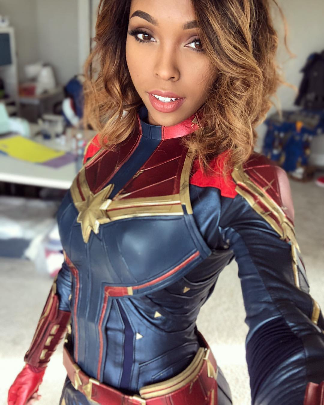 Go higher, further and faster with this amazing Captain Marvel cosplay by CutiePieSensei.