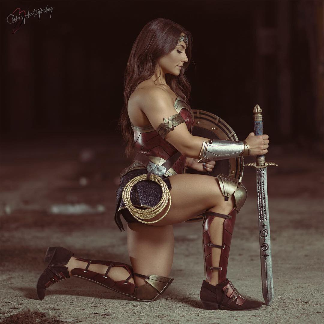 By the goddess! We're big fans of Gal Gadot as Wonder Woman (and can't wait to see Wonder Woman 1984), don't get us wrong -- but this Wonder Woman cosplay by female bodybuilder Brigitte Goudz makes us realize how much more heroic and swole (but no less gorgeous) the Amazonian champion could have looked on the silver screen.