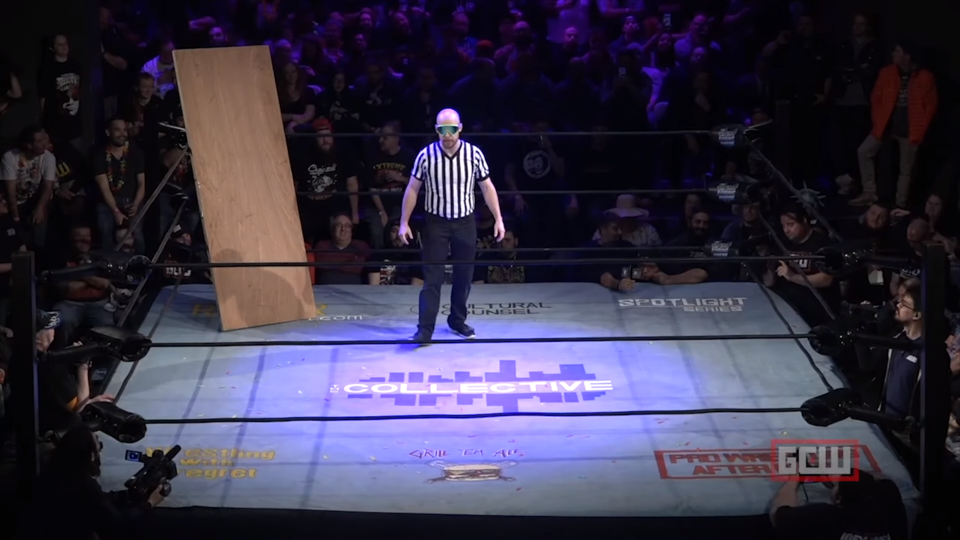 Invisible Stan vs. Invisible Man: The dynamics and power of a crowd in wrestling