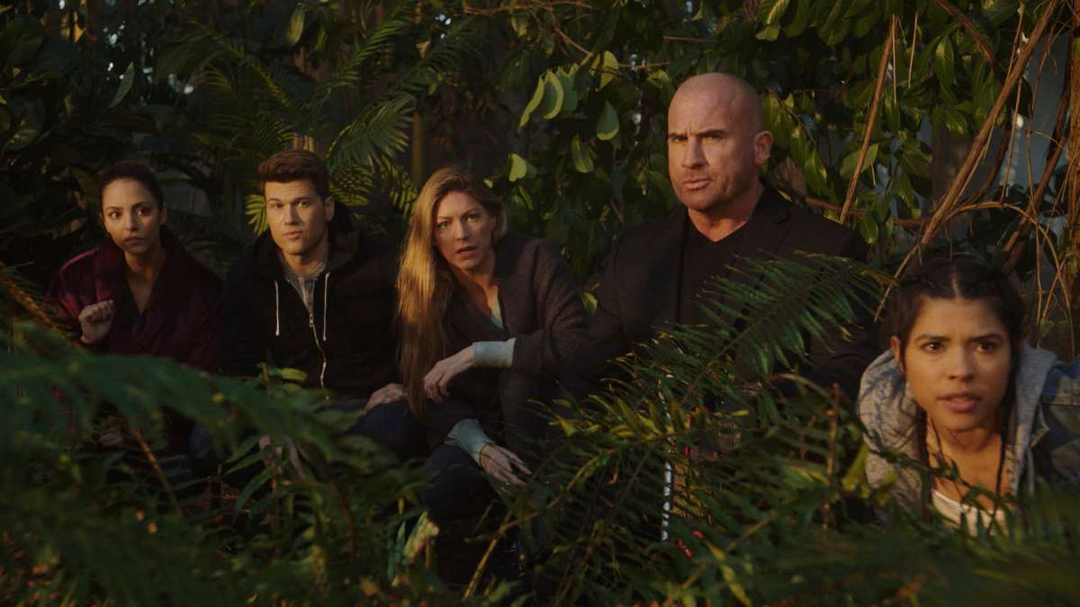 """The Legends of Tomorrow crew in the latest episode """"Bay of Squids"""""""